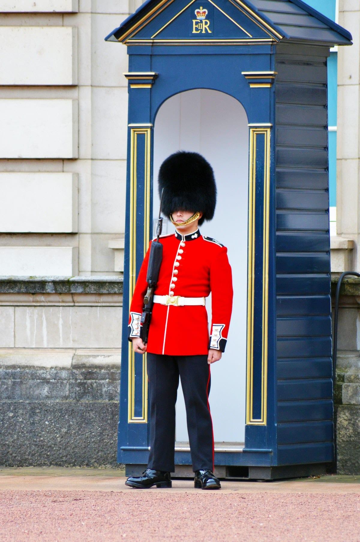 London Wachmänner flauschige Bärenmützen Buckingham Palast