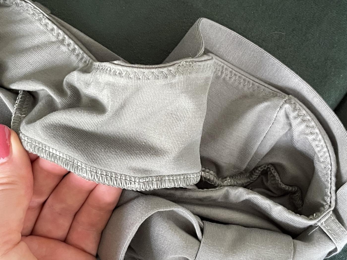The Jade Pants Les Lunes Erfahrungen Qualität Nähte Nahansicht wie sind sie verarbeitet: nochmal mit einem Schutzstreifen vernäht.