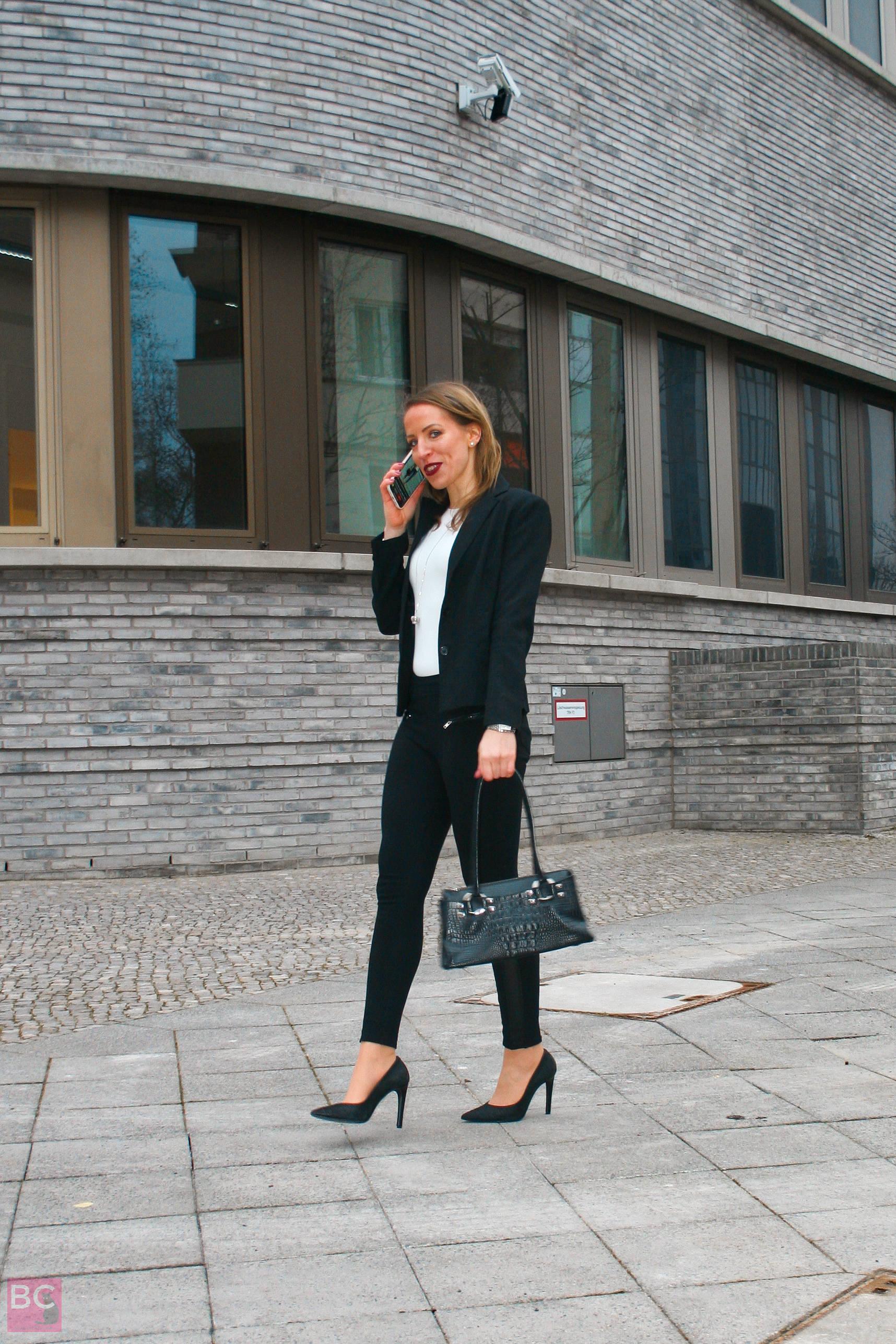 The Alena Bodysuit Erfahrungen Les Lunes Größe S perfekt zu kombinieren und für Büro-Look mit Blazer.