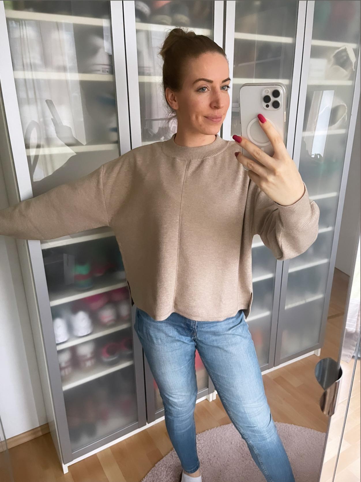 Nola Sweater von Les Lunes in Beige melange Spiegel Selfie